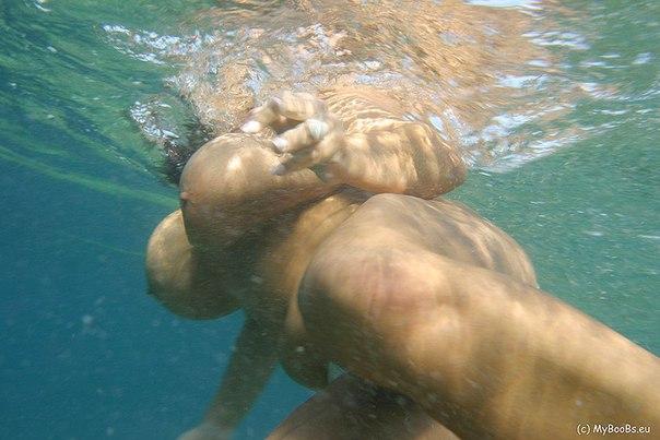 Сорокалетние лесбиянки с большими сиськами на море - секс порно фото
