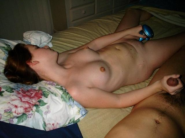 Девушки дрочат члены своим парням - секс порно фото
