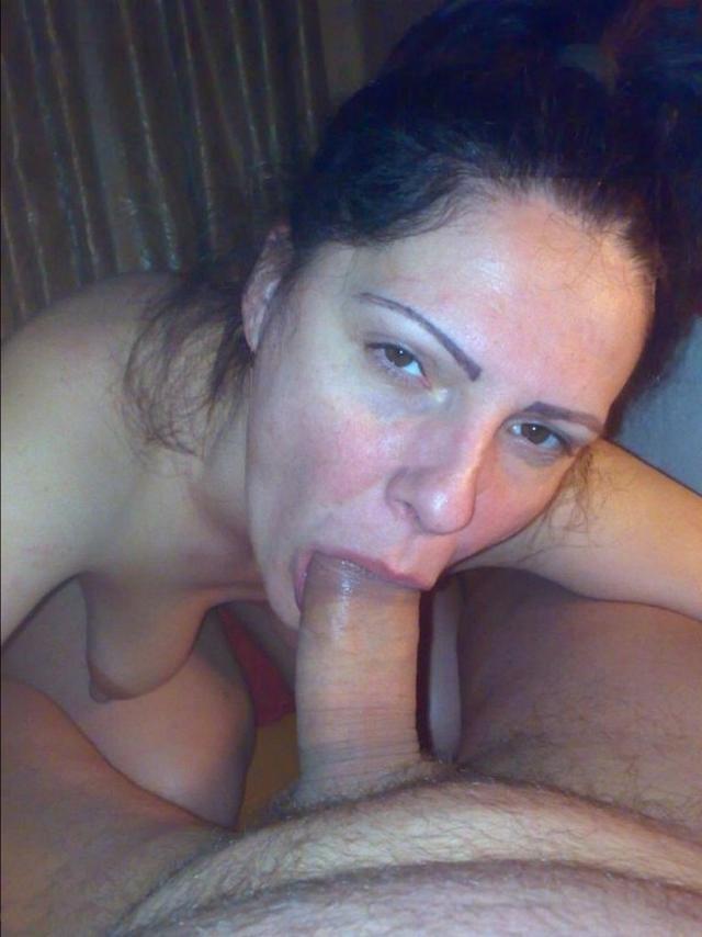 Жены отсасывают дома мужьям и любовникам - секс порно фото
