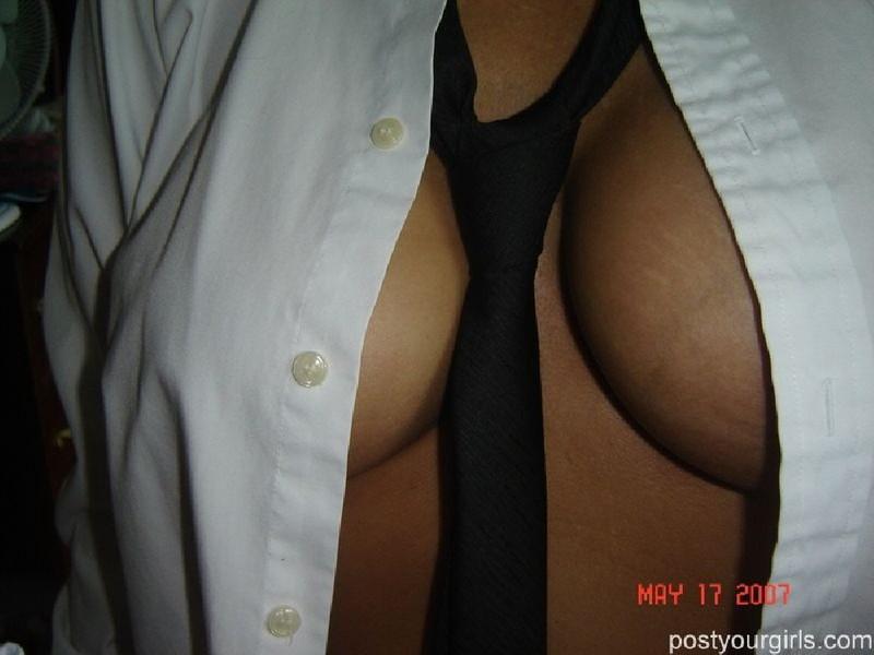 Пышногрудая дамочка соблазняет сочными формами - секс порно фото