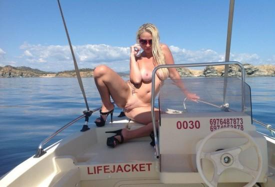 Белокурая туристка разделась на палубе яхты - секс порно фото