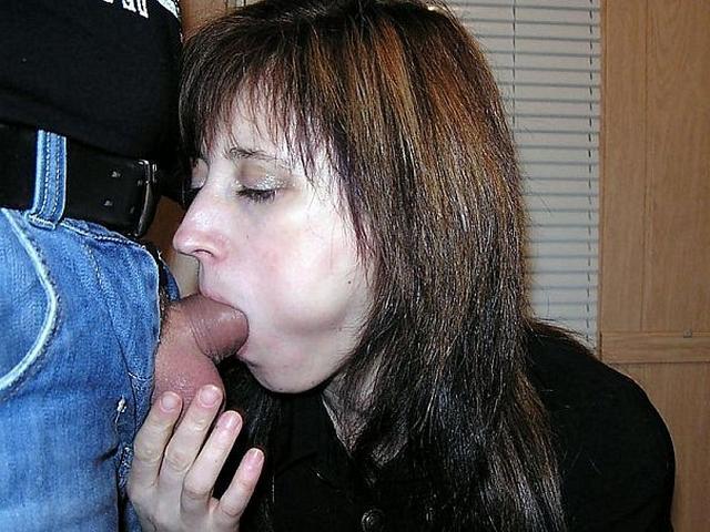 Жены исполняют супружеский долг ртом - секс порно фото