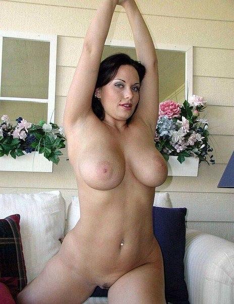 Мужики фотографируют своих голых подружек дома и на природе - секс порно фото