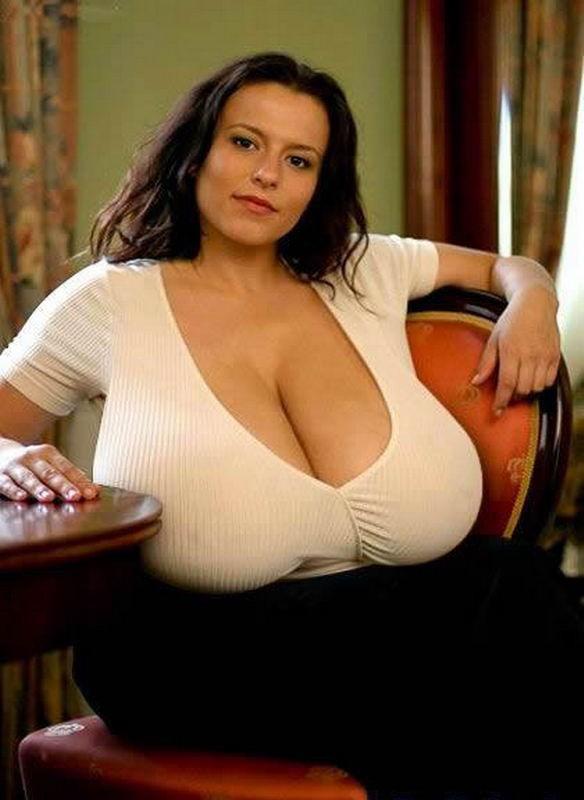 Девушки с огромными натуральными сиськами - секс порно фото