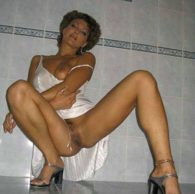 Русские домохозяйки светят кисками в домашних условиях - секс порно фото