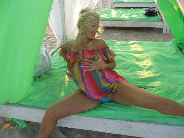 Мужья фотографируют голые задницы жён дома для интимной коллекции - секс порно фото