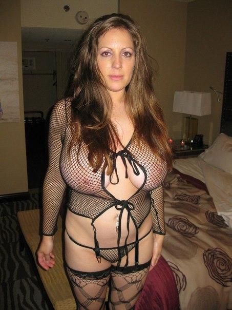 Пышногрудые дамочки хвастаются сочными формами - секс порно фото