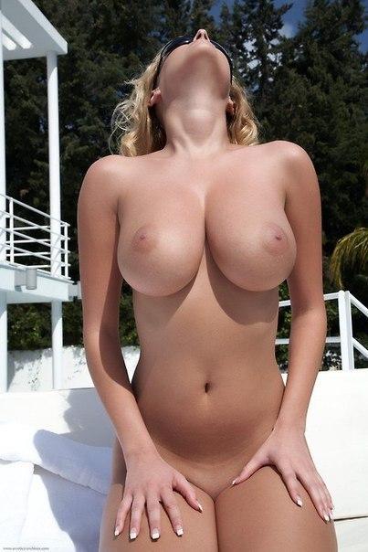Особы обнажающие упругие попки и большие сиськи - секс порно фото